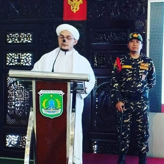 Subhanallah! Berseragam Banser, Bupati Pasuruan jadi Ajudan Habib Abu Bakar Assegaf