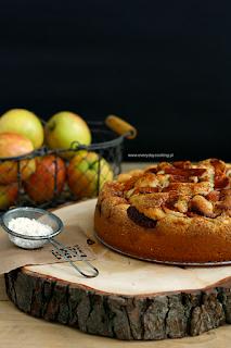 http://www.greencooking.pl/2014/09/ciasto-biszkoptowe-z-jabkami-i-cynamonem.html