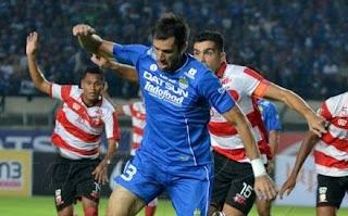 Persib Bandung vs Madura United Imbang 0-0 TSC 2016
