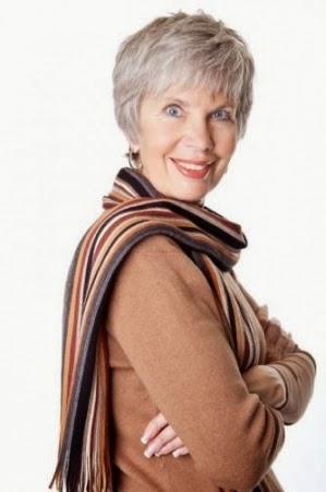 e9c17b62df3 Accepteer je leeftijd en je mooie grijze haar en doe inspiratie op bij de  volgende kapsels. Mooi grijs is niet lelijk.
