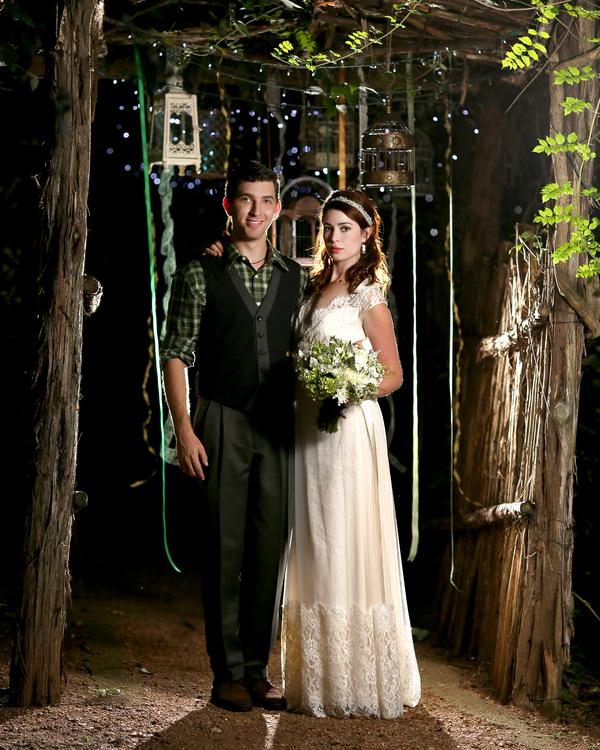 bride+groom+peter+pan+themed+neverland+wedding+tinker+bell+fairytale+princess+wendy+darling+captain+hook+fairy+dust+green+rustic+andy+sams+photography+27 - Neverland