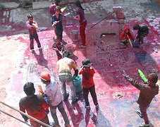 Effective ways of removing Holi stains from clothes