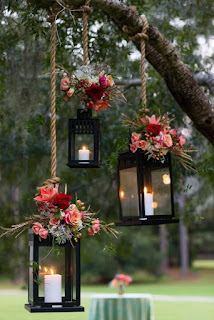 lanterne sospese con fiori per matrimonio boho chic