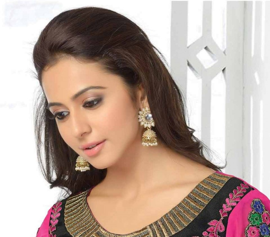 Rakul Preet Beautiful Stills In Pink Designer Dress