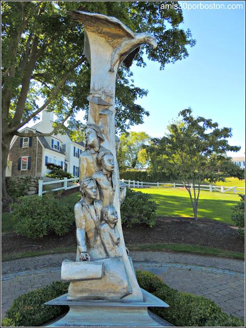 Escultura dedicada a todos los inmigrantes en el Brewster Garden