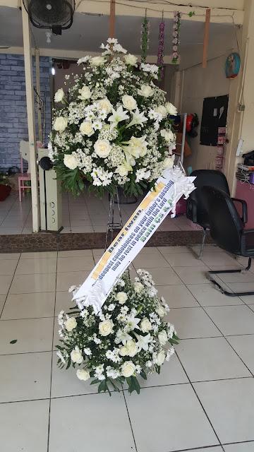 karangan bunga duka cita di surabaya, toko bunga duka cita surabaya, florist surabaya delivery
