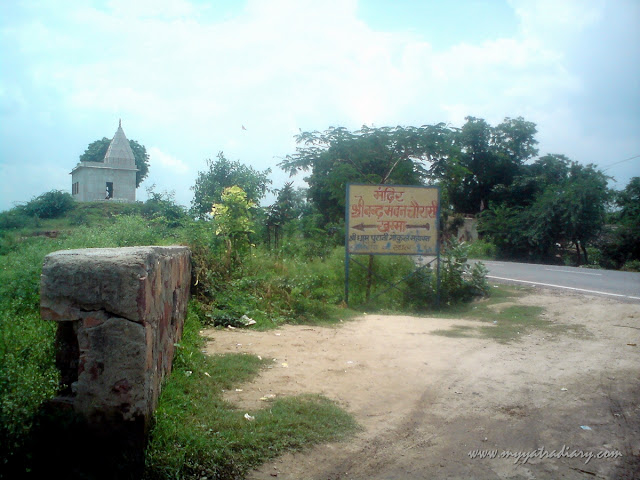 Way to Chaurasi Khamba temple old Gokul Mahavan