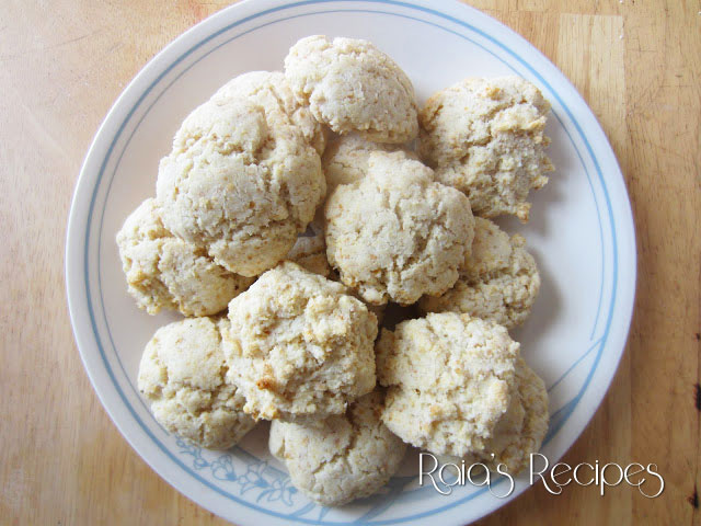 Fluffy Flax & Buttermilk Biscuits by Raia's Recipes