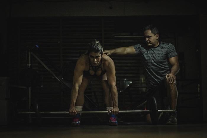 Treinador Gilson Albuquerque orienta a atleta Wellness Karla Rocha. Foto: Paulista Fotografias/Juliano Mendes Assessoria