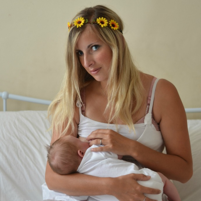 Breastfeeding essentials, breastfeeding mama