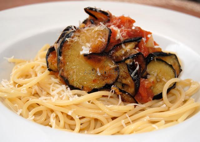 Espaguetis con Salsa de Tomate,  Puerros y Berenjenas