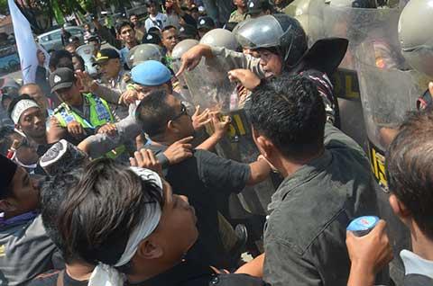 demo tolak pusat grosir tegal gubug ricuh