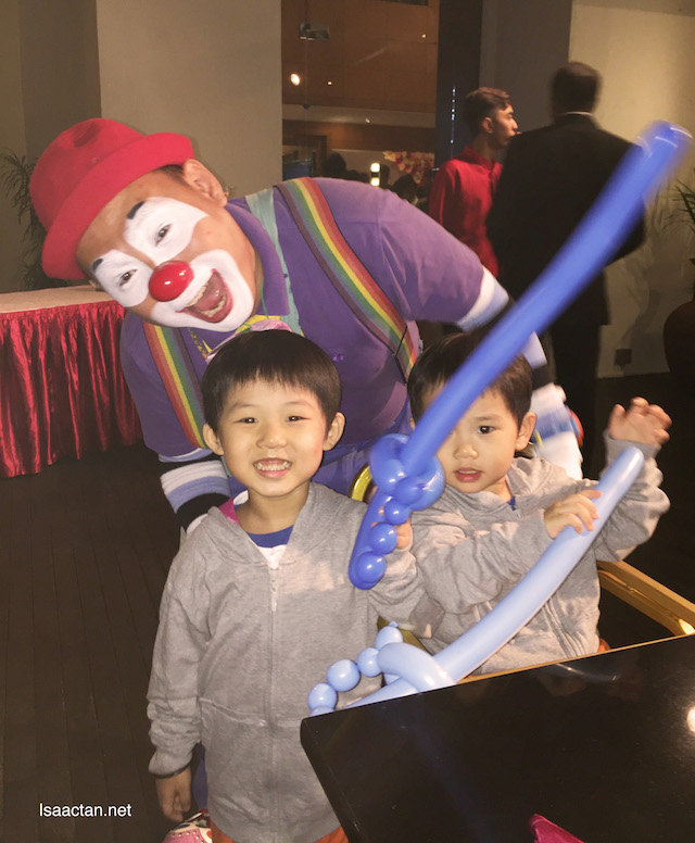 The clown with the kids