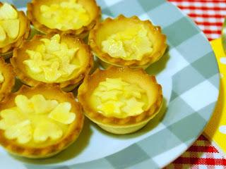 http://www.thepinkcakefactory.com/2013/11/mini-pastissos-de-poma-facils.html