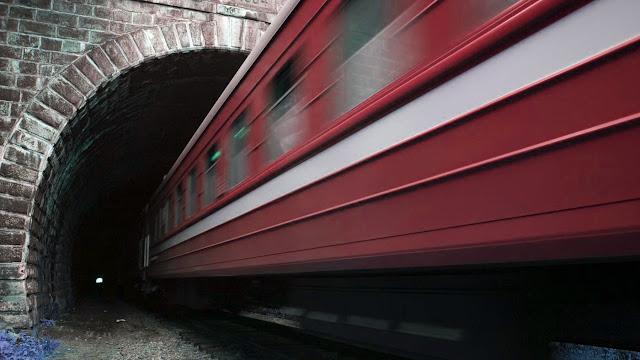 Το τραίνο μπήκε στο τούνελ