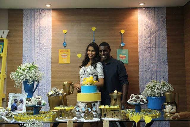 chá bar, chá de panela, azul e amarelo, decoração, mesa do bolo, mesa de doces