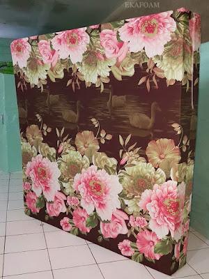 Kasur inoac motif bunga roseline coklat