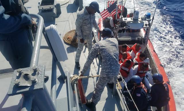 Unidades navales del Servicio de Guardacostas de los Estados Unidos y la Armada de República Dominicana, interceptaron en alta mar, una embarcación con 22 personas ilegales a bordo que se dirigían clandestinamente hacia Puerto Rico.