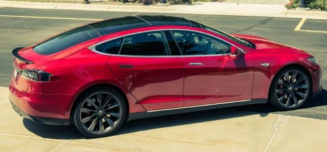 2015 Tesla Model S P8 5D