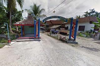 Gapura masuk Dusun Pucung Wetan Hadiwarno Ngadirojo Pacitan