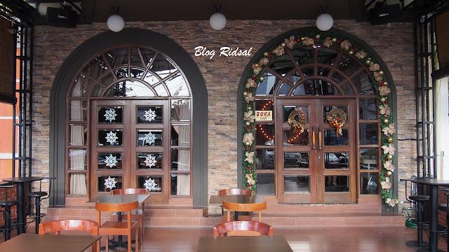 M Avenue Cafe & Resto: Tidak Sekedar Dekorasi - Dekorasi