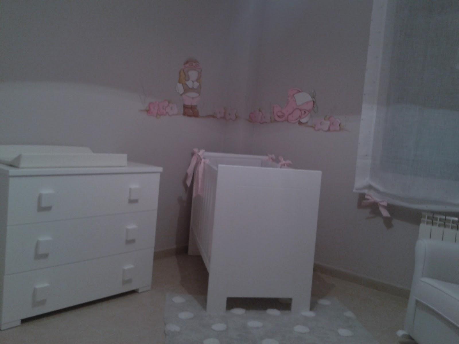 deco chambre b b peinture murale avec la petite fille aviateur. Black Bedroom Furniture Sets. Home Design Ideas