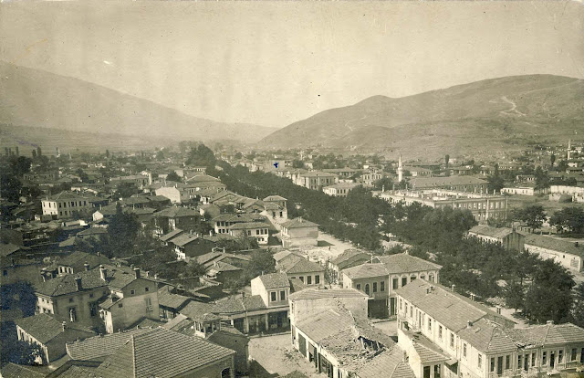 Panorama of the western part of the city from the Clock Tower. In addition to homes, in front of this picture, the old Municipality building is completely destroyed, the building of the Gymnasium is without a roof and windows, as many other buildings in the area that are less visible in the picture.