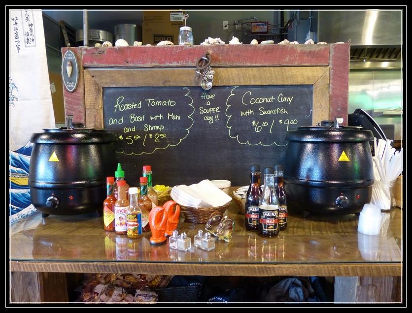 Hooked Seafood Market, Galleria 7 Market