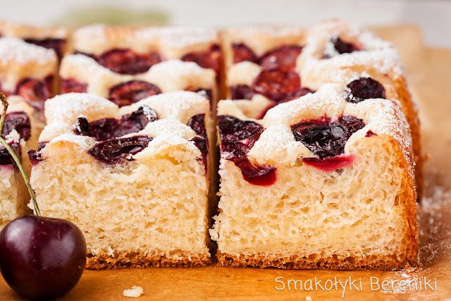 Najłatwiejsze ciasto drożdżowe z owocami