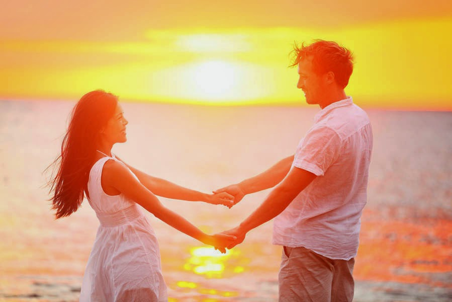 Romantic Boyfriend Girlfriend Holding Hands Together Images For