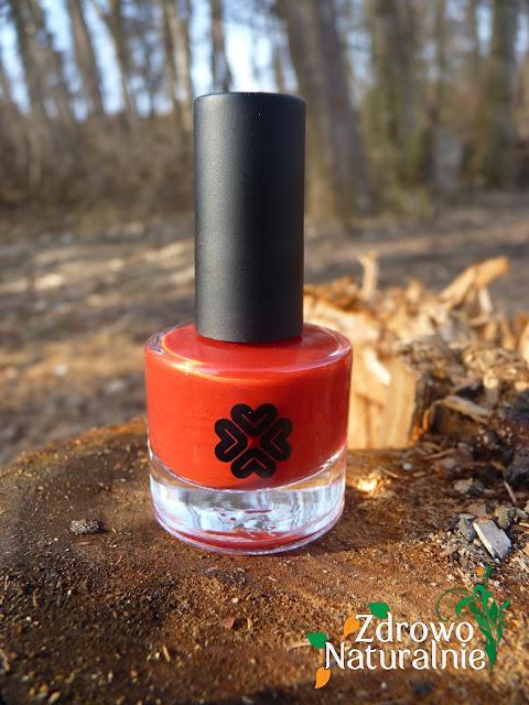 Lily Lolo - Lekki lakier do paznokci w odcieniu intensywnej jaskrawej czerwieni