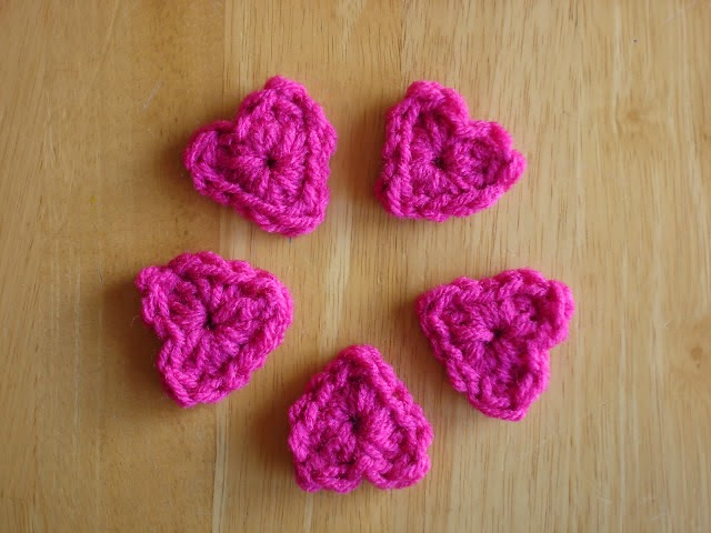 Free heart crochet pattern from Fiber Flux
