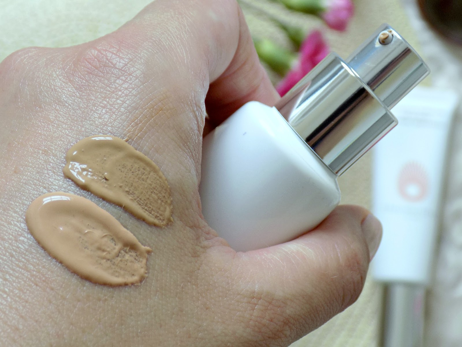 Omorovicza Complexion Perfector SPF20 Light and Medium