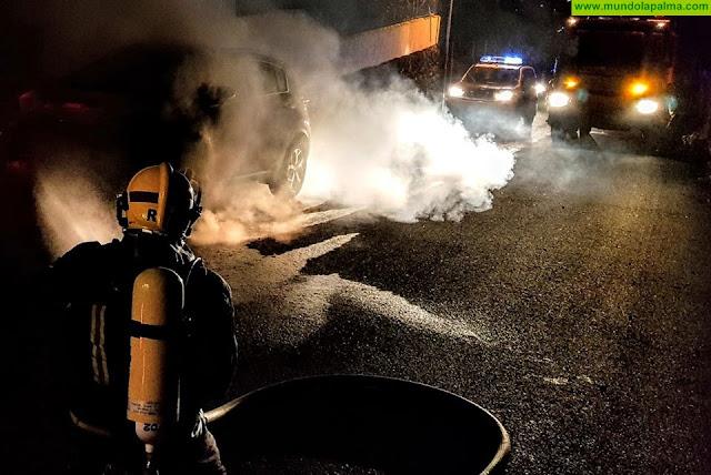 Incendio ayer de un vehículo en El Paso