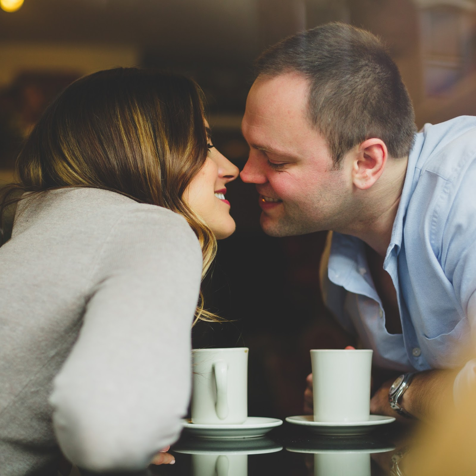 Cozy, winter engagement shoot in Hoboken at Ultramarinos Cafe | blog.cassiecastellaw.com