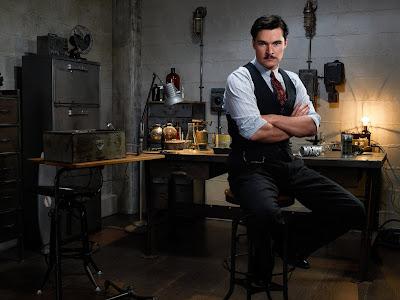 Jack Reynor como o cientista John Parsons em Strange Angel. (Fonte: CBS/Divulgação)