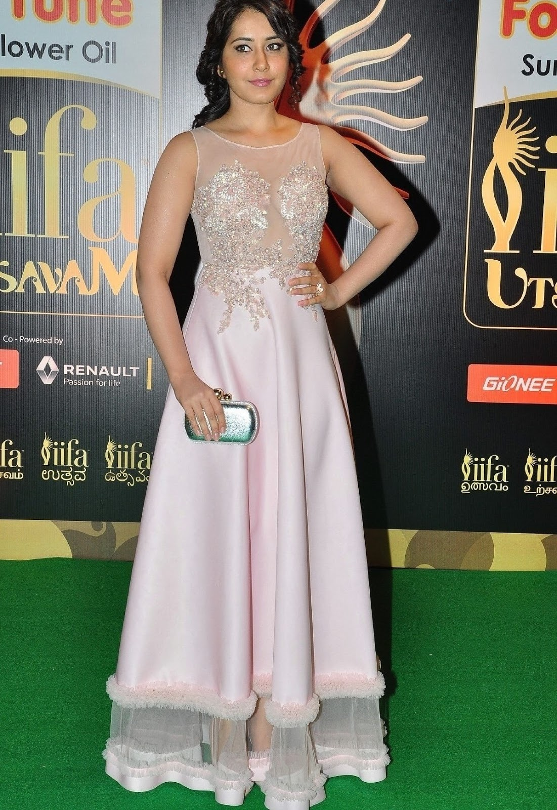 Rashi Khanna Photos At Iifa Utsavam 2016