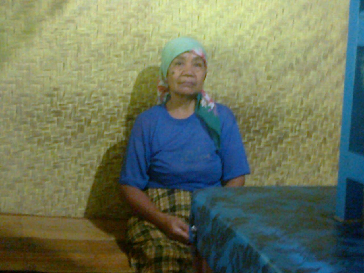 Kopi Janda Id Menghabiskan Sisa Hidupnya Dengan Jualan Wedang Warung Yang Berdiri Di Tanah Milik Orang Belas Kasih Kepada Mbok Sukarsih 60 Tahun Sehari