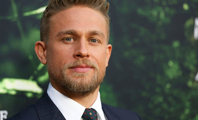 charlie-hunnam-did-1000-push-ups-day-for-role