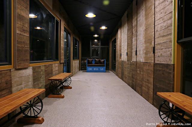 IMG 9848 - 台中沙鹿│帆杋望海。超級隱密的夜景咖啡廳!繽紛色彩貨櫃屋在夜裡也超夢幻!