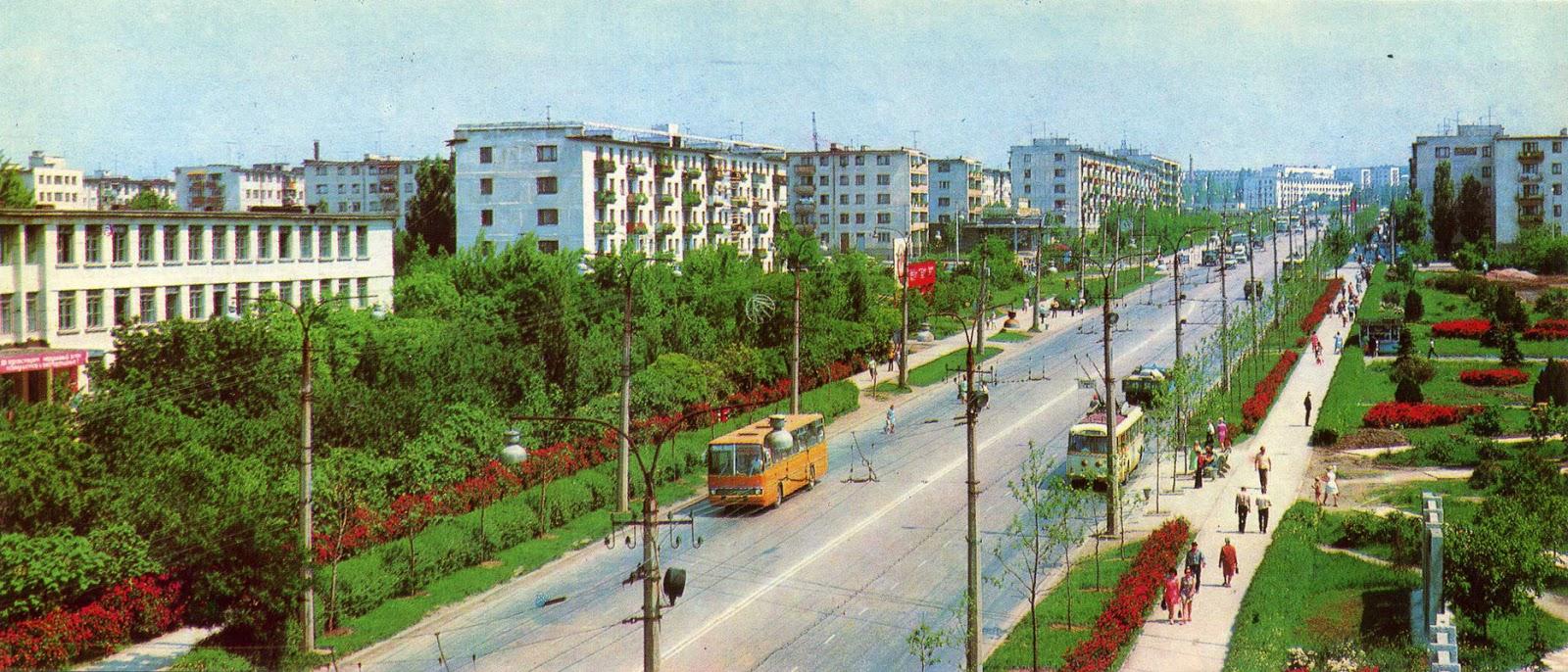 Улица Гагарина в Симферополе на старой советской фотографии