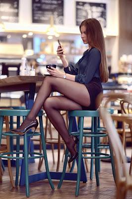 dziewczyna%2Bz%2Btelefonem%2Bw%2Br%25C4%