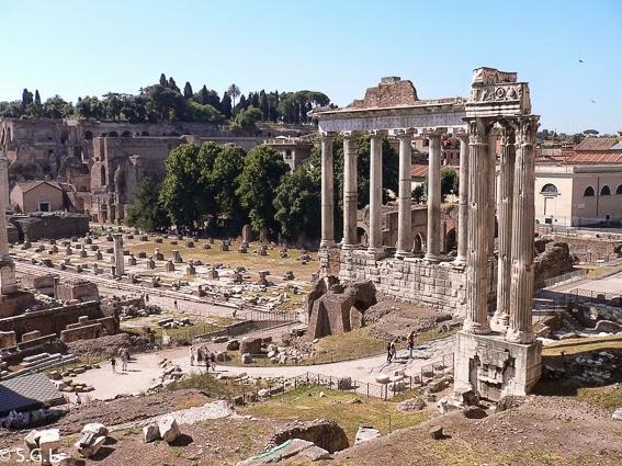 Foro romano y templo de Saturno en Roma