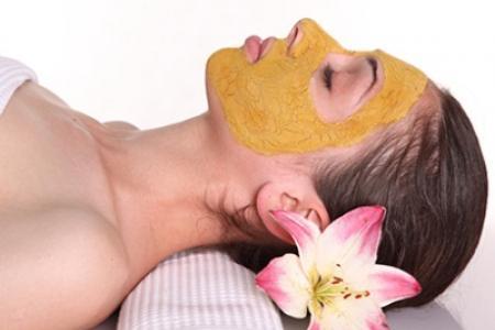 Kết quả hình ảnh cho Lấy tinh bột nghệ hòa lẫn với thứ này da sẽ trở nên căng mịn như gái 18