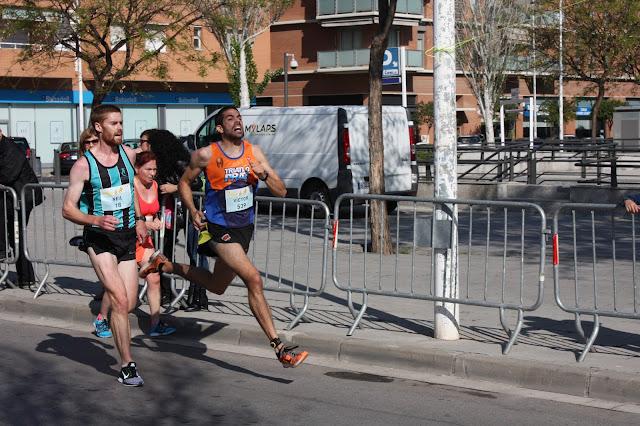 Sprint final de Victor Alvarez (3º) y Neil Berry (4º)