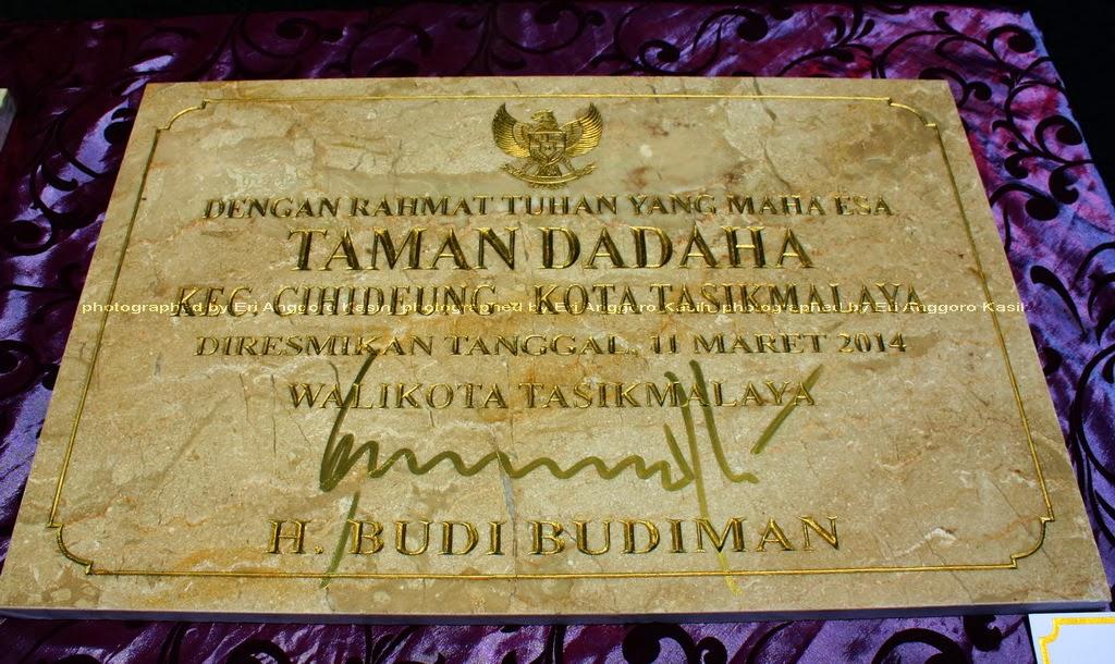 Prasasti Taman Kota Dadaha Ditandatangani Walikota Tasikmalaya H. Budi Budiman