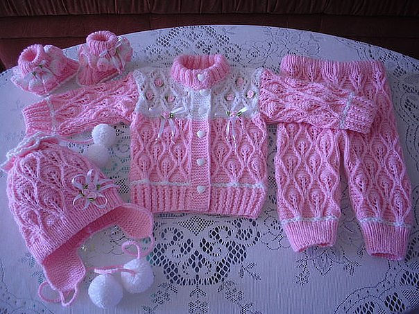 Baby Set Made Of Crochet With Free Graphic Pattern