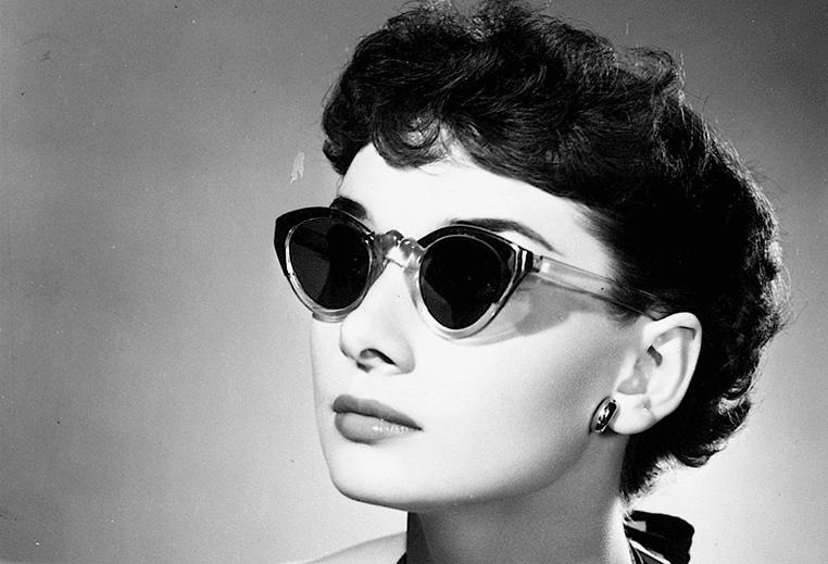 Um dos modelos mais conhecido é o óculos de gatinho ou Cat Eyer, ficou  muito famoso nos anos 50 e foi usado por grandes estrelas na época como a  atriz ... 46240804a8