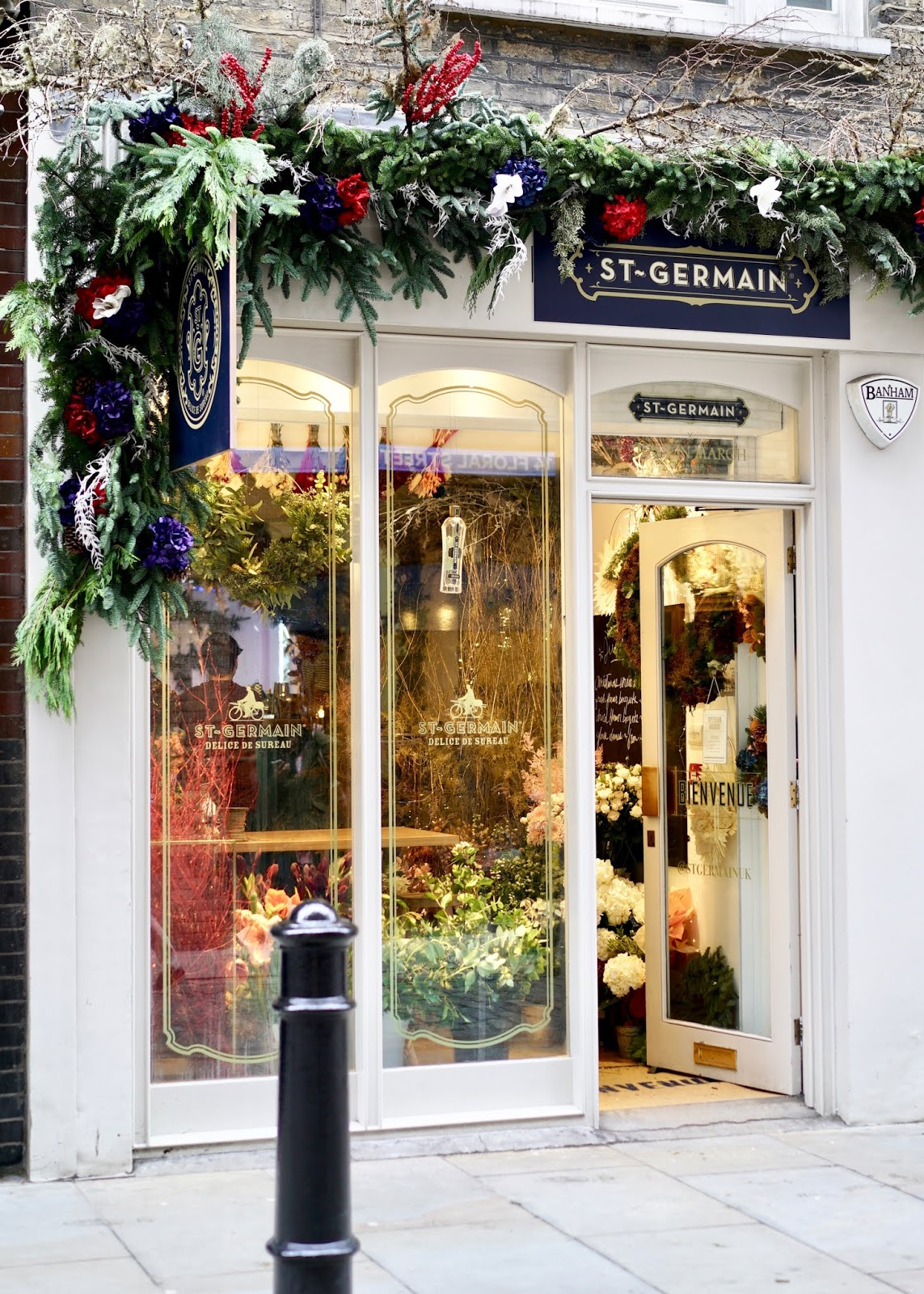 WREATH MAKING CLASS AT ST GERMAIN WINTER BLOOM POP UP