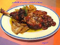 Paletilla de cordero adobada con patatas, cebolla y setas